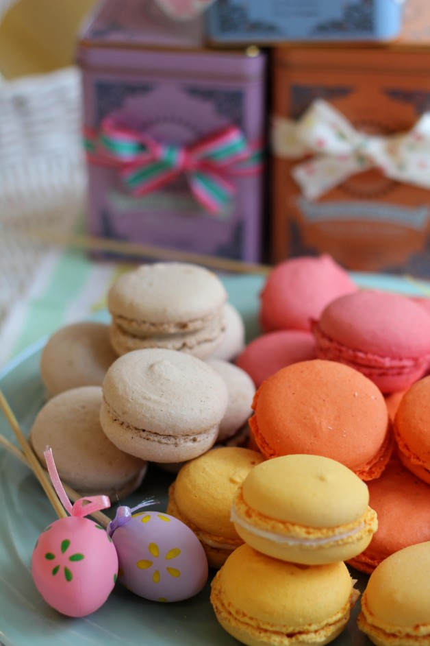 5.- Macarons y tes Pascua 2012baja