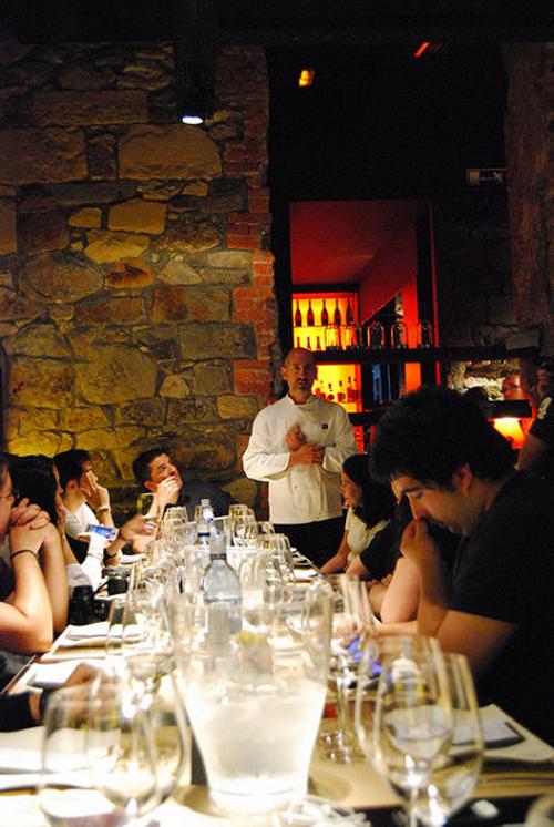 Aitor-Elizegi-y-los-blogueros-del-eventonomaders-Bilbao