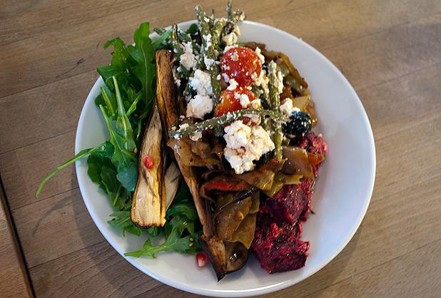 look_mum_no_hands_salad_brunch