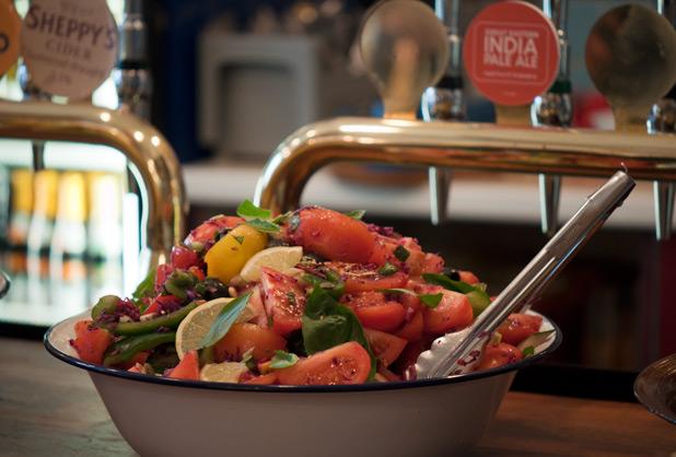 look_mum_no_hands_tomato_salad