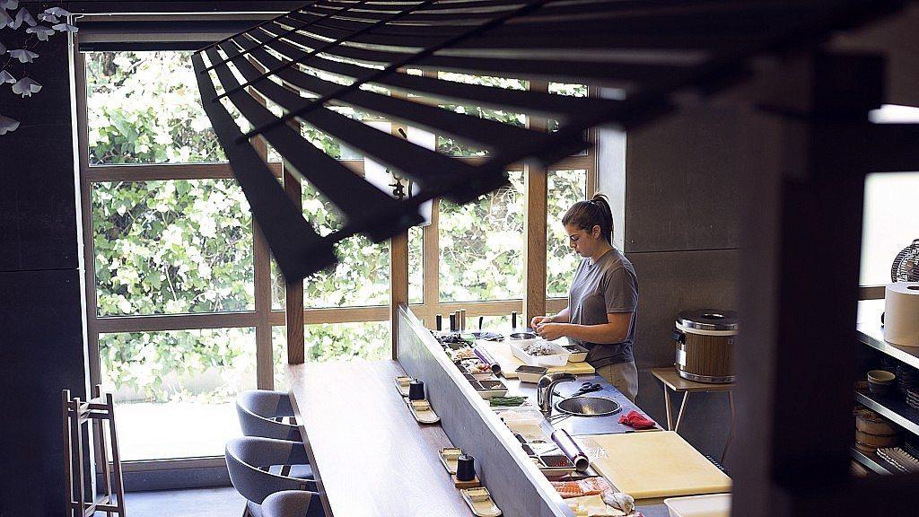 Nozomi-sushi-bar-barra