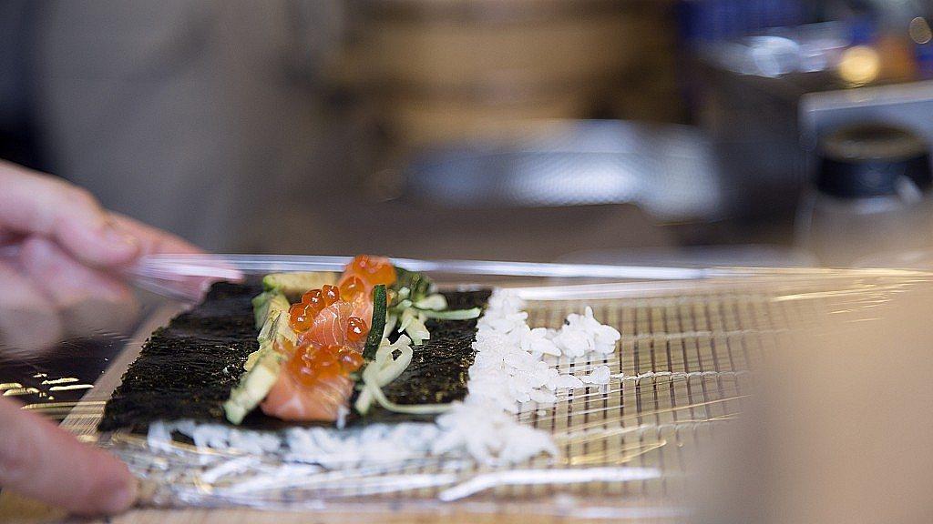 Nozomi-sushi-bar-chef-maki