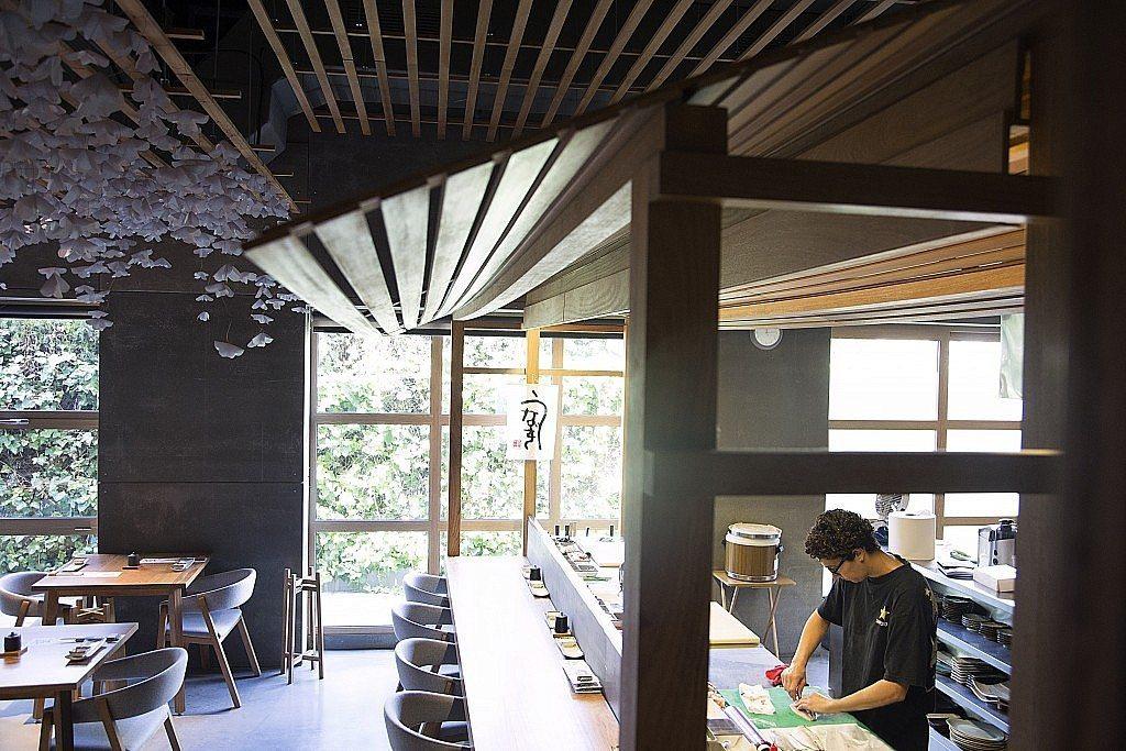 Nozomi-sushi-bar-local