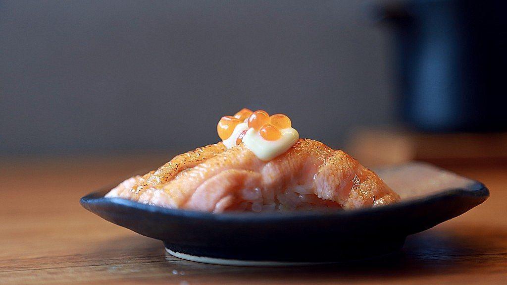Nozomi-sushi-bar-salmon-braseado