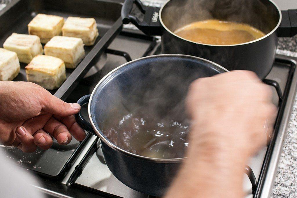Housero Oriol_Preperation Cocina_08