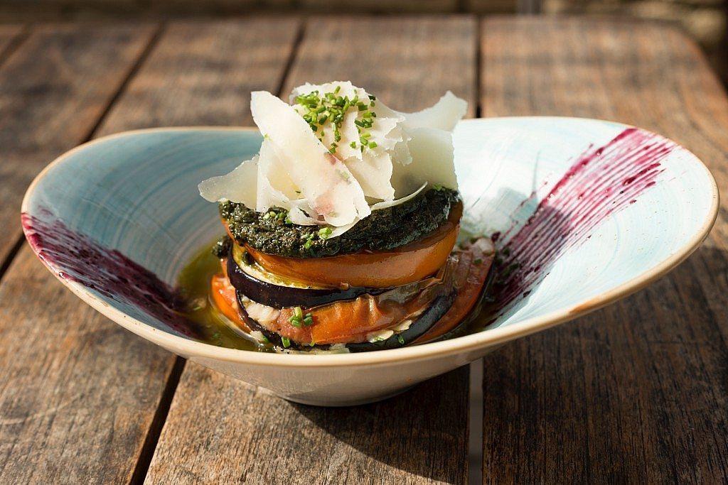 la-mas-bonita-milhojas-berenjena-tomate-pesto-parmesano