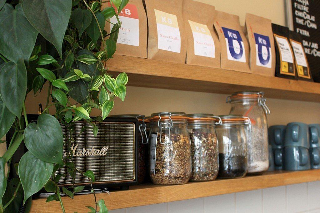 Café Oberkampf -estantería