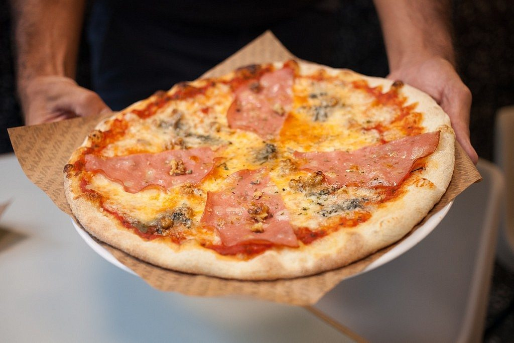 Massa -pizza mortadela