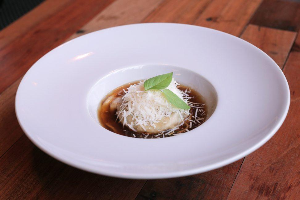 Restaurante-Mui-raviolon-setas-yema-queso