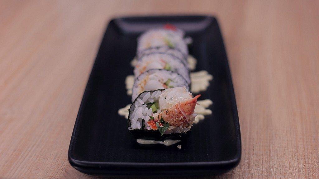 restaurante-momiji- futomaki-especial-atun-rojo-vieira-ikura-caviar-salmon-2